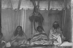 Wolf-Plume-wife-Medicine-Pipe-interior-1905-798-650
