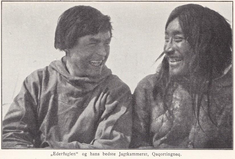 קאויגרסואק הגרינלנדי מבני האינוגהויט (משמאל) עם קקורטינגנק מבני הנצטליק.