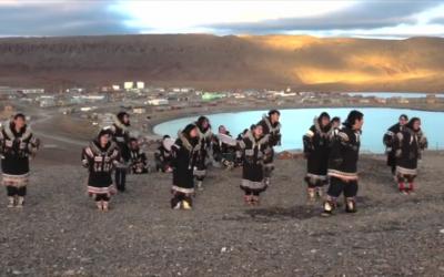 The Ulukhaktok Western Drummers and Dancers – המתופפים והרקדים מאולוקהקטוק